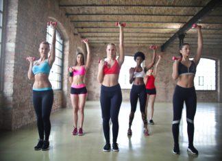 kobiety ćwiczące fitness
